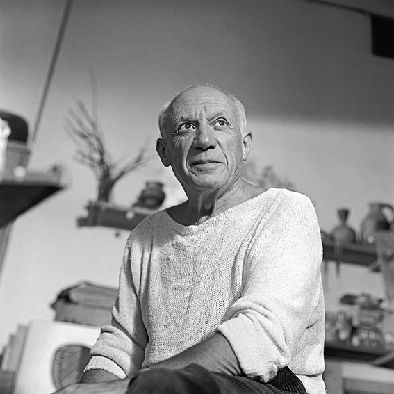 Edward Quinn, Picasso dans son atelier Le Fournas, à Vallauris, 1953. copyright : Photo Edward Quinn, © edwardquinn.com