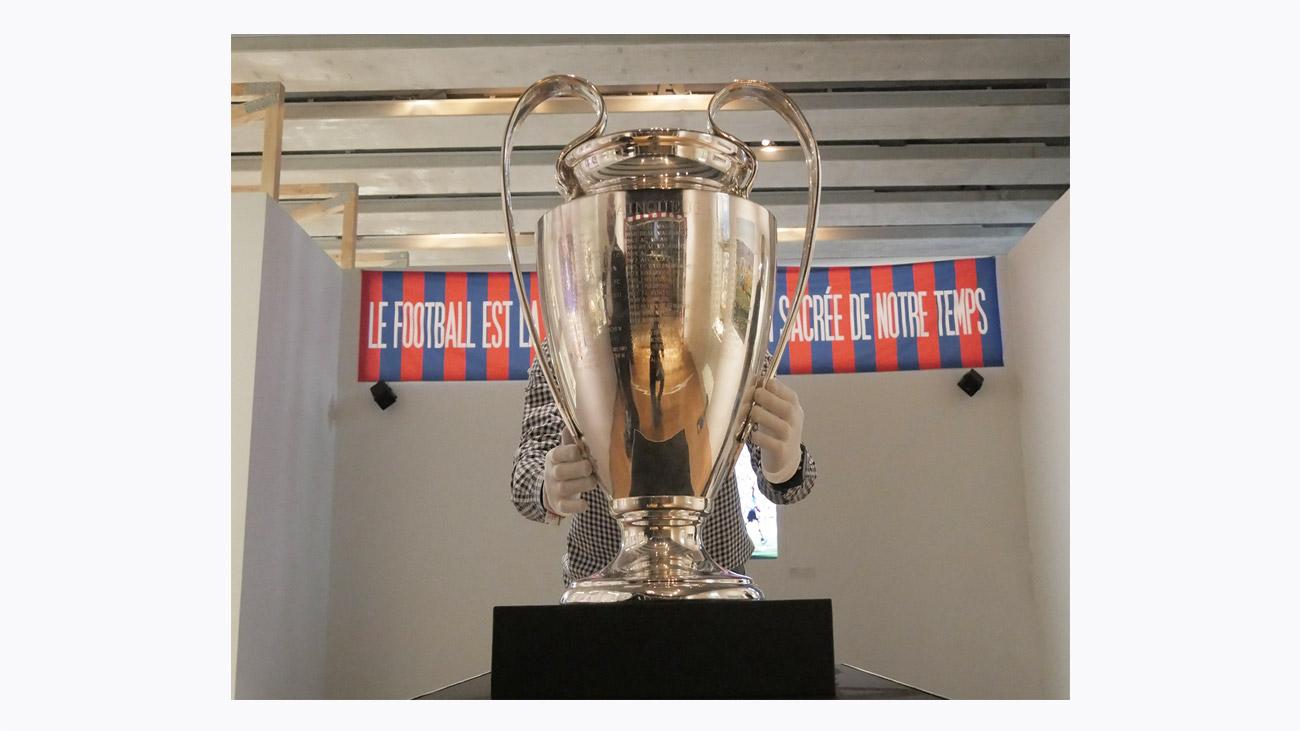 Trophée de l'UEFA Champions League / Jürg Stadelmann Nyon, Suisse – 1997 © 1996 UEFA TM