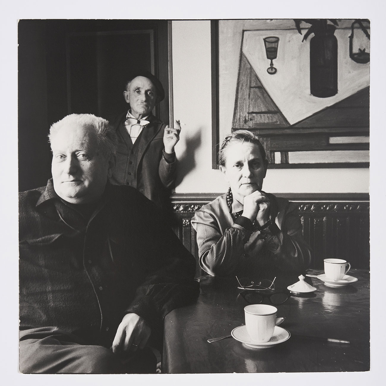 Irving Penn, Jean Giono, Élise Giono et Lucien Jacques au Paraïs, Manosque, 1957. Print offered to Jean Giono by the photographer. Association des Amis de Jean Giono © The Irving Penn Foundation