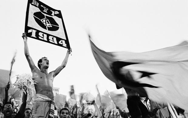 """Lionel Briot, OM - Olympique Lyonnais, stade Vélodrome, Marseille, 16 août 2002, photographie issue de la série """"Virage"""" © Lionel Briot / Adagp, Paris 2017"""