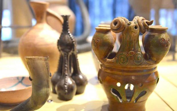 Qhantsi, corne à boire le vin Anaga, Kakhétie, Marani Tbilissi, Georgie. Vers 1990 © Mucem
