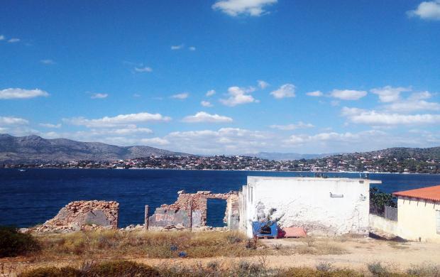 Vue de Salamine vers le golfe d'Eleusis, Sentier métropolitain d'Athènes © Jordi Ballesta