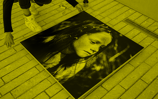 Montage de l'installation L'Île de Yohanne Lamoulère © Julie Cohen, Mucem