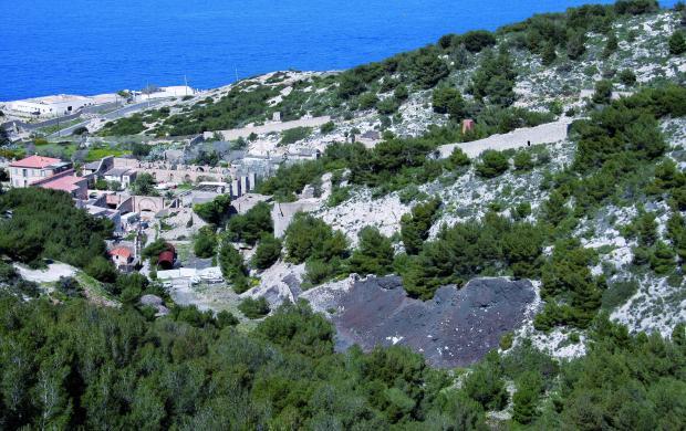 Les calanques industrielles de Marseille et leurs pollutions
